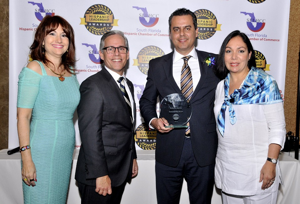 SFLHCC_HispanicLeadershipAward_RobertoRovira-copy_960